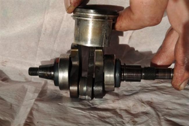 механические задиры на поршне штиль 180