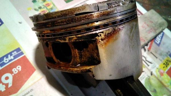 Перегретый поршень бензопилы фубаг