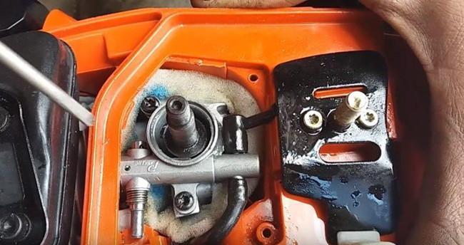 устройство бензопилы система смазки