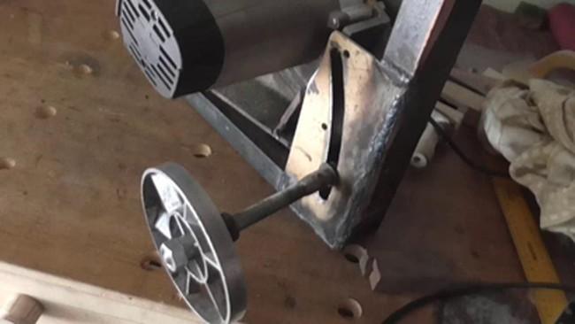 Лифт для регулировки высоты пильного диска циркулярной пилы