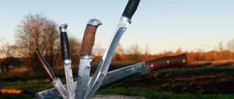 Разные ножи на пеньке