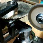Станок для заточки дисков в работе