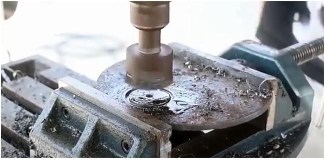 Прорезание отверстия в металле
