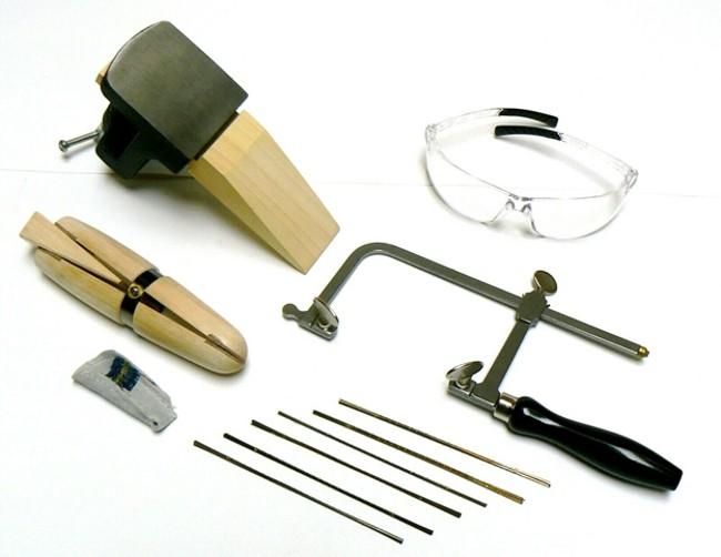 Ювелирный лобзик по металлу с набором приспособлений